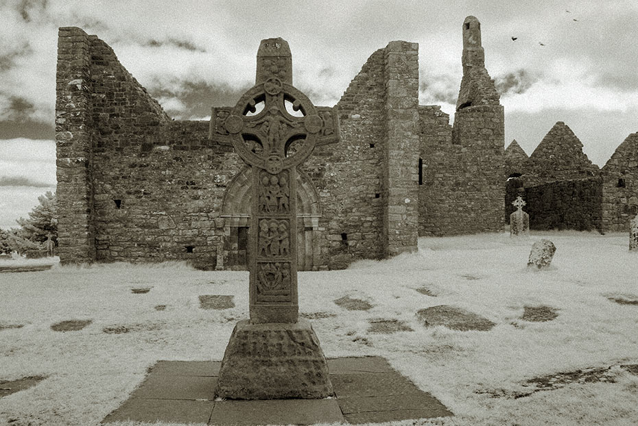 Cross of the Scriptures, Clonmacnoise monastic settlement