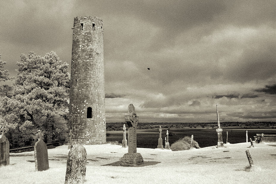 Round Tower, Clonmacnoise monastic settlement