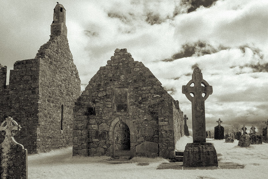 South Cross and Temple Dowling, Clonmacnoise monastic settlement