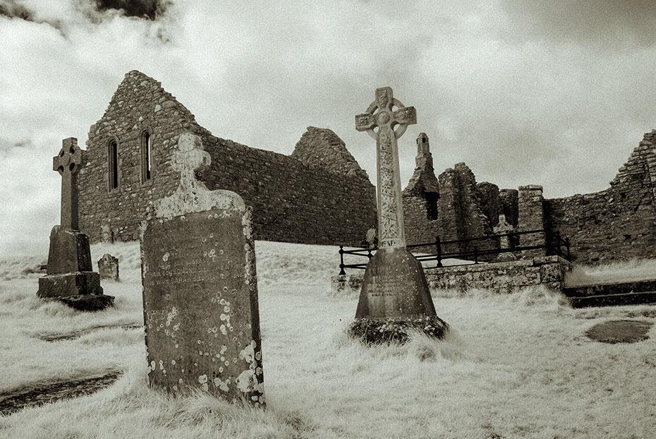 clonmacnoise-monastic-ruins-7
