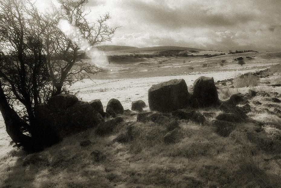 The Hanging Thorn Cairn, Ballyutoag