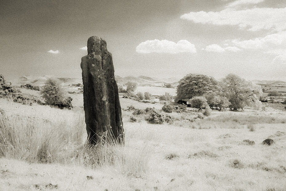 legananny-standing-stone-1