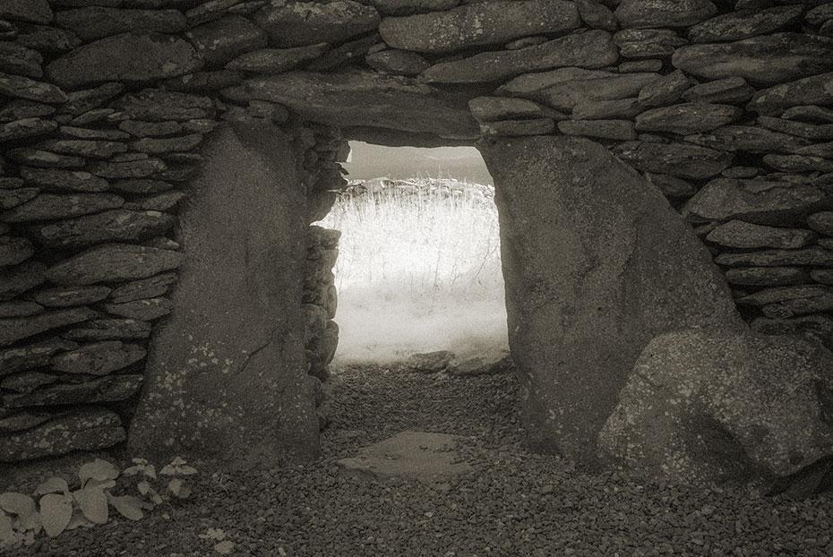 Clochán Mór Beehive Huts enterance