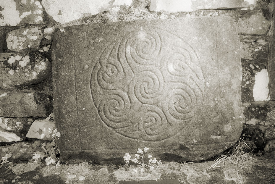 Carrowntemple slab No.3, elaborate triskele within a rough circle